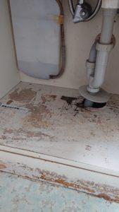 中が腐食している洗面台