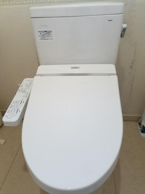 新品のウォシュレット付きトイレ