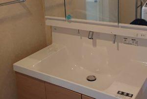 洗面台の蛇口から水漏れ!洗面台を交換して即解決!