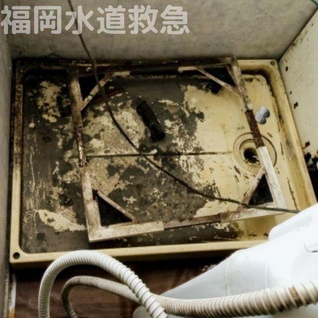 汚れが溜まった防水パン
