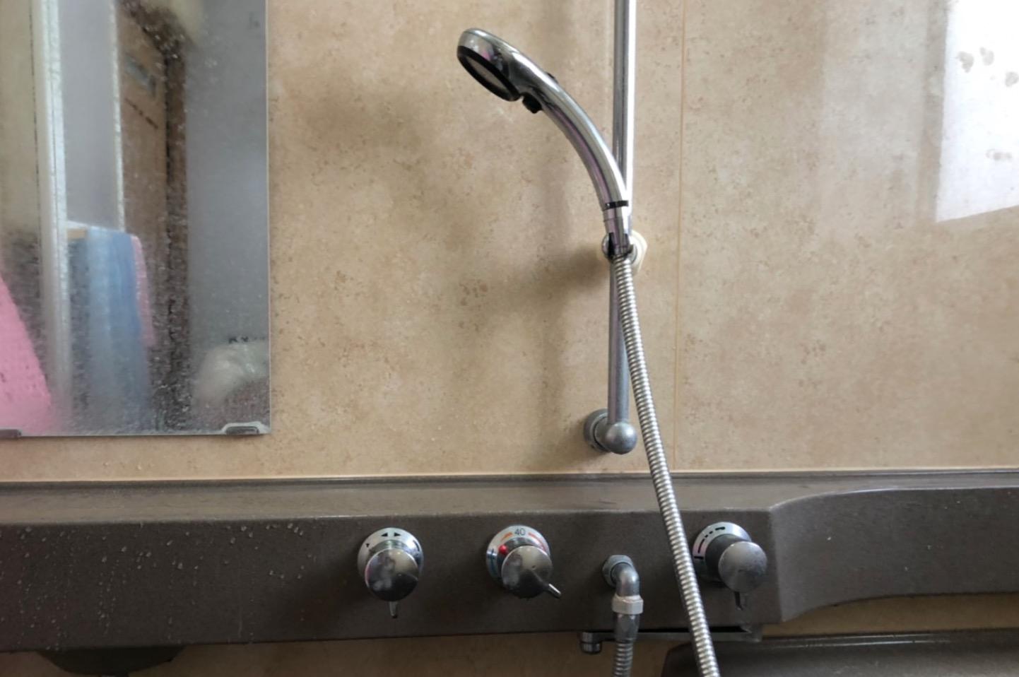 お風呂のシャワーの切換弁が劣化し水漏れ!部品交換をして解決!【福岡県久留米市の事例】
