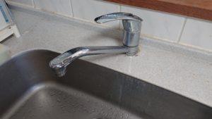 蛇口の水漏れが発生!レバーを下げると水が出るタイプの蛇口は部品製造停止のものが多い。【東区青葉区での事例】