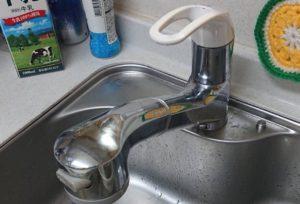 キッチン水漏れ|キッチンの水道が水漏れ!ゴムパッキンが経年劣化!