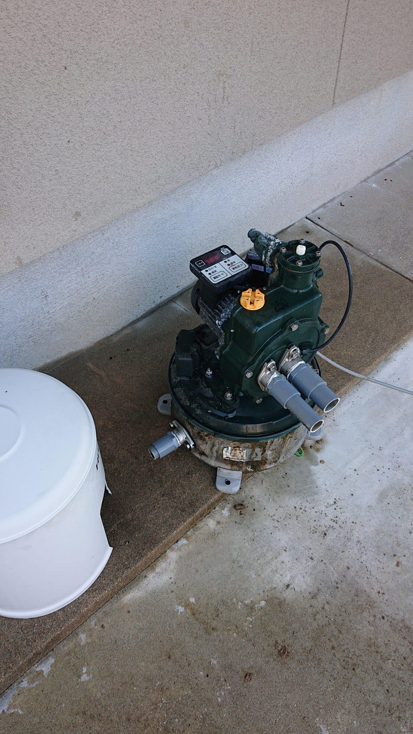 分解された井戸ポンプ