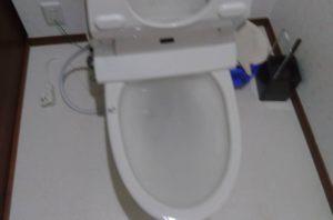 トイレにトイレットペーパーがつまった!高圧ポンプで押し流して解決!