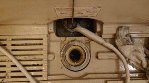 お風呂の排水口がつまって流れなくなった!薬品で徹底洗浄して解決!