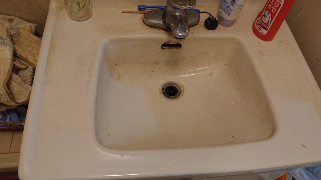 洗面台の蛇口から水漏れ!洗面台を新しく交換して即解決!